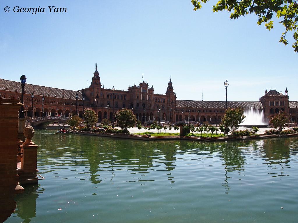 Plaza de España lake
